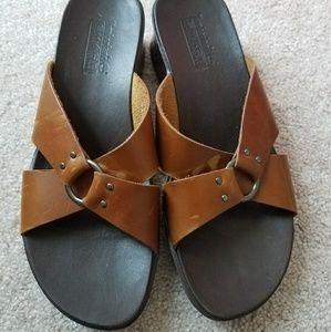 Brown leather Timberland sandals
